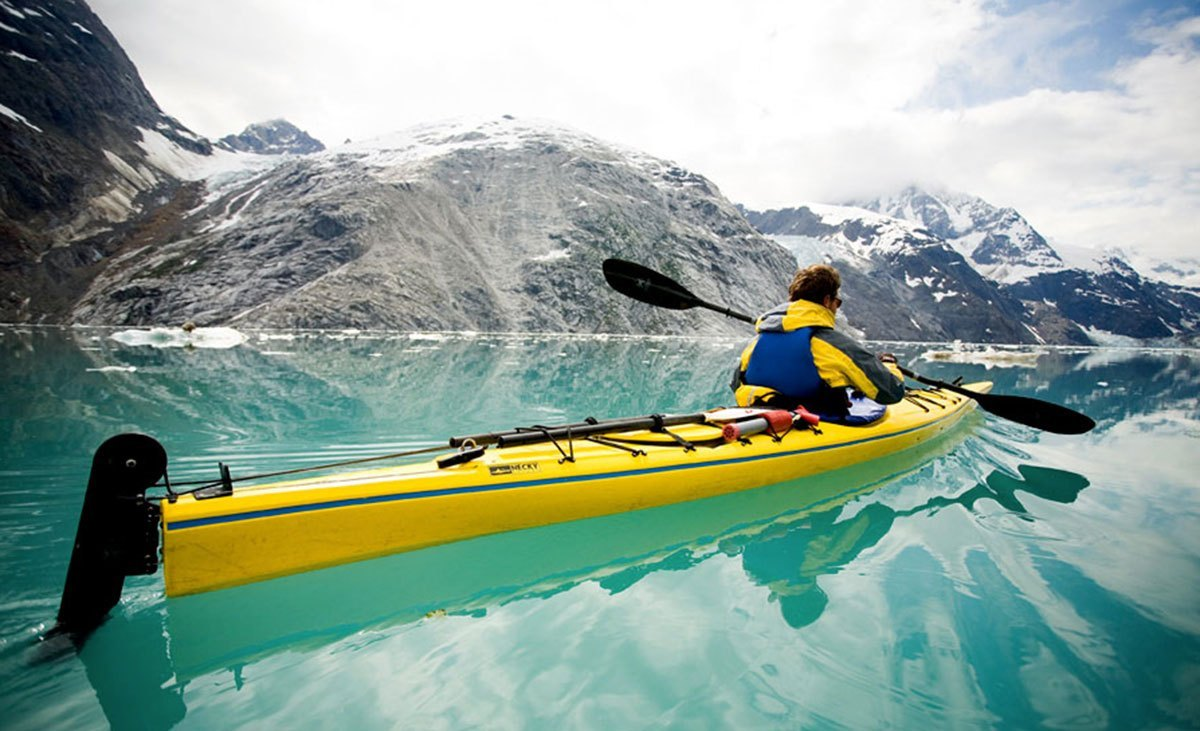 From Alaska to Mexico, paddling with your arms on a canoe